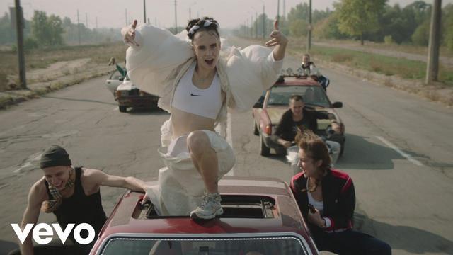 画像: MØ - Kamikaze (Official Video) www.youtube.com