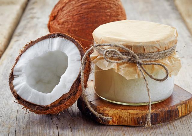 画像: ココナッツオイル