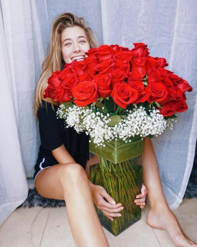 画像2: 『ゴシップガール』チャック役俳優、彼女に100本のバラを贈る