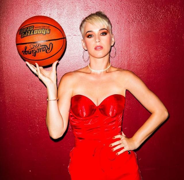 画像: バスケットボールがテーマのコミカルなMV