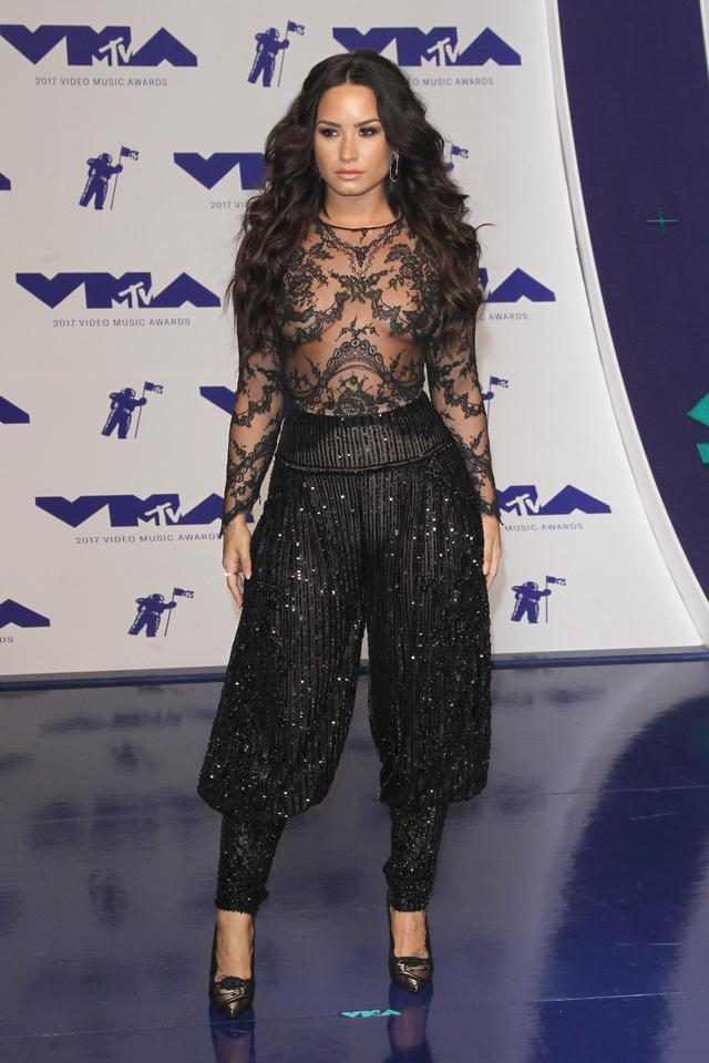 画像3: MTV VMA 2017の華やかなレッドカーペット・ファッションをどこよりも早くお届け!