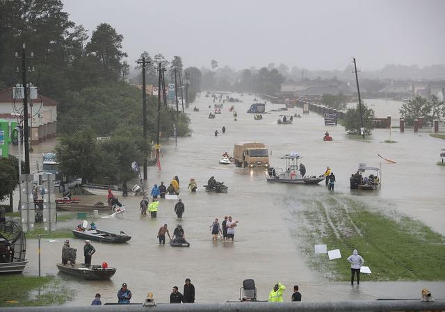 画像: ハリケーン被災者に向けバラード曲を熱唱