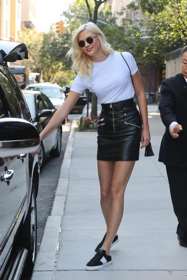 画像2: VSショー出演決定!人気モデルの白Tシャツ×スニーカーで作るモノトーンスタイル