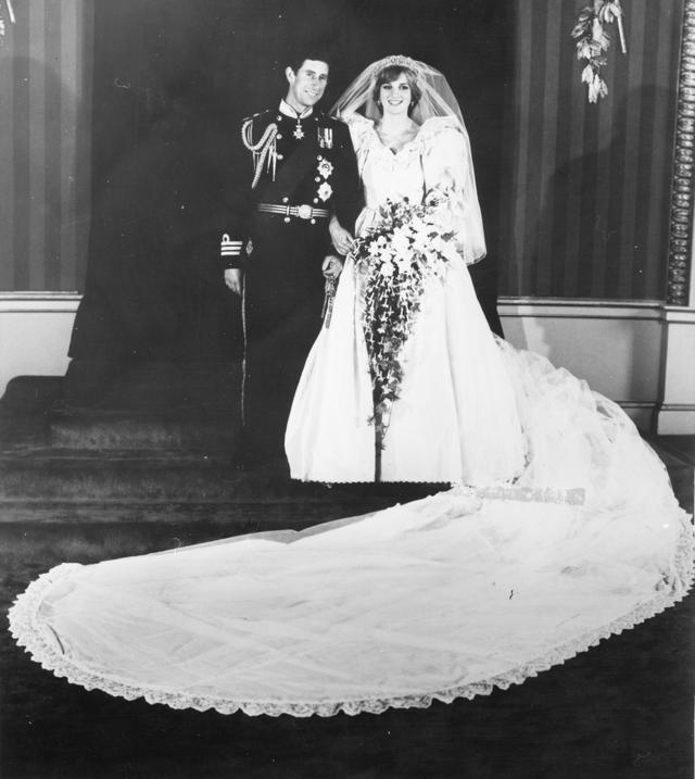 画像3: 1981年 21歳 チャールズ皇太子との結婚式
