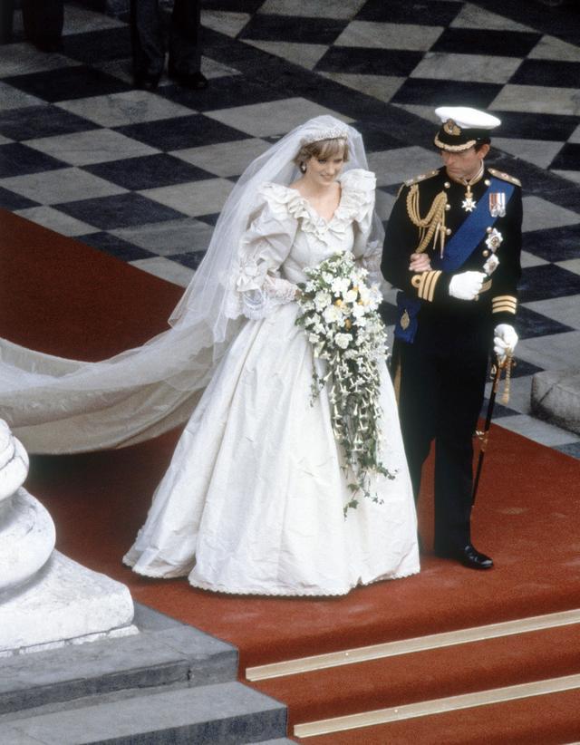 画像2: 1981年 21歳 チャールズ皇太子との結婚式