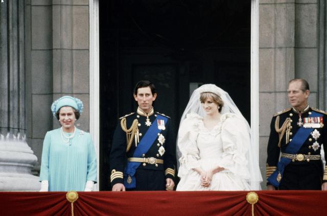 画像1: 1981年 21歳 チャールズ皇太子との結婚式