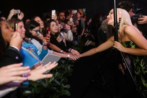 画像: デジタル世代を熱狂させている『ディセンダント』。主演ダヴ・キャメロンが登場したブラジルプレミアにも多くのファンが駆けつけた。