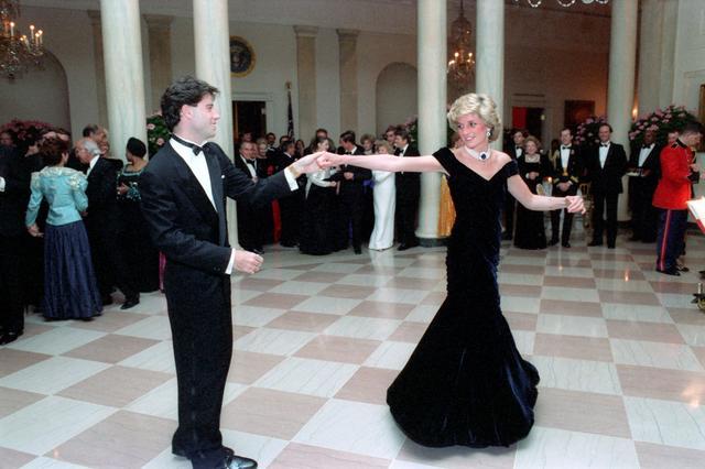 画像: 1985年 25歳 ホワイトハウスで俳優ジョン・トラボルタとダンス