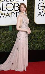 画像: 映画『ラ・ラ・ランド』のエマ・ストーンも、レッドカーペットで美しいアーチをキープ。