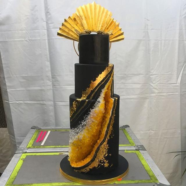 画像1: 記憶に新しいあの姿にインスパイアされたケーキ