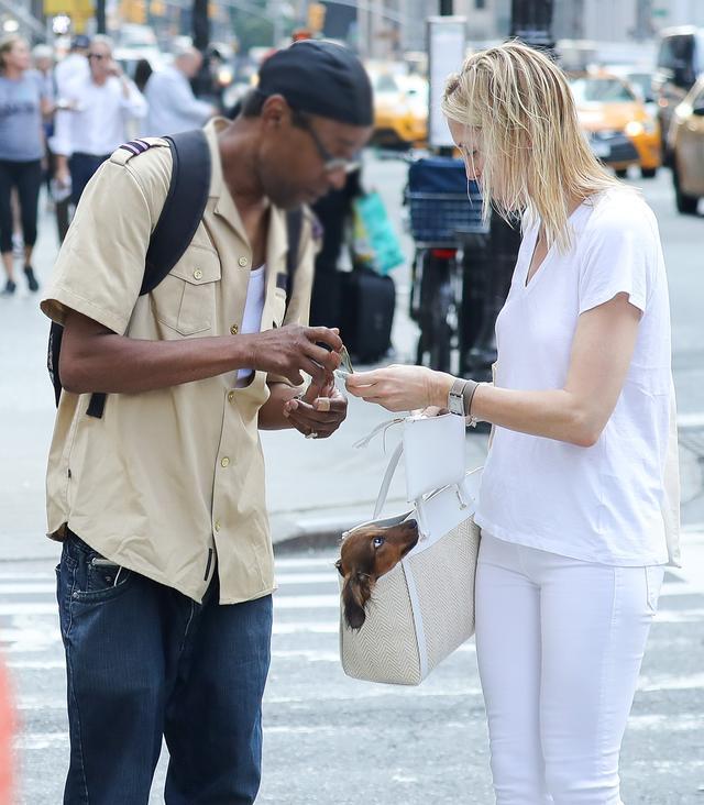 画像4: 『ゴシップガール』女優、道でホームレス男性に声かけられ・・・