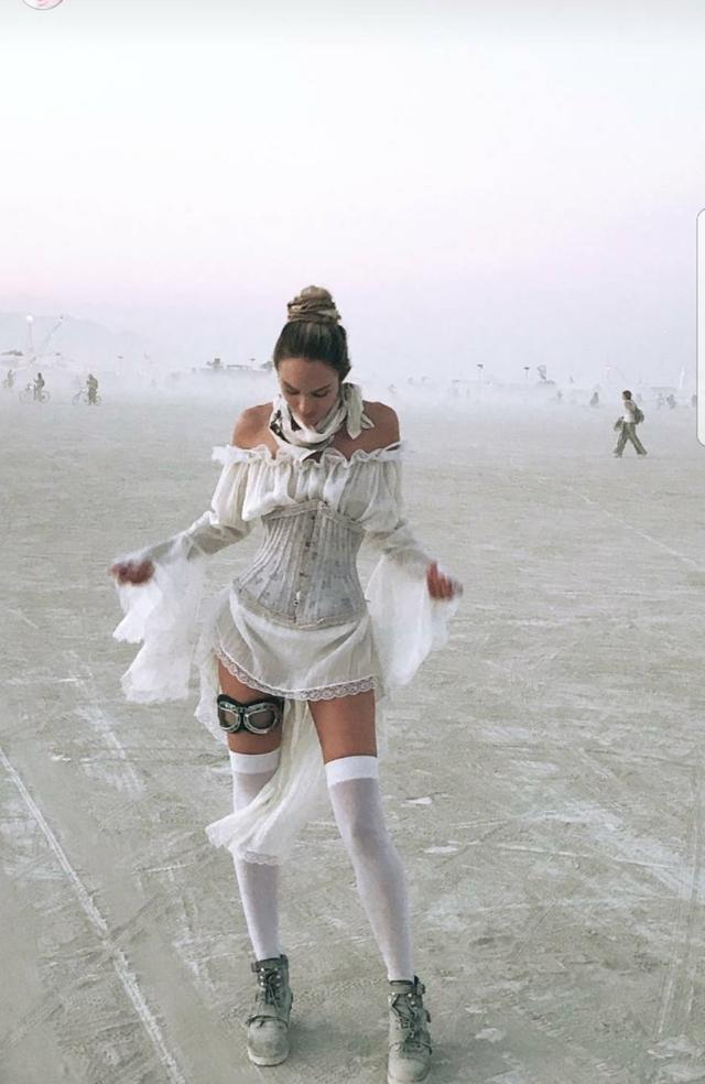 画像2: ヴィクシーモデルたちがフェスファッションで本領発揮