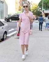 画像1: 全身ピンク!スキ・ウォーターハウスのレトロなワンピースが可愛すぎる