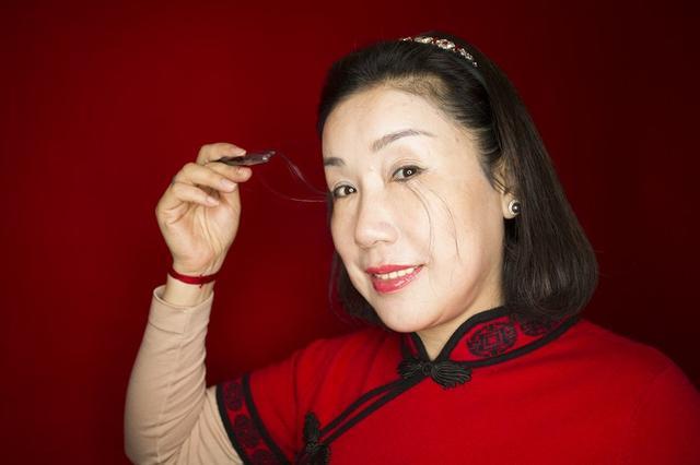 画像3: 12cmのまつげを持つ女性がギネスで「世界一」を記録