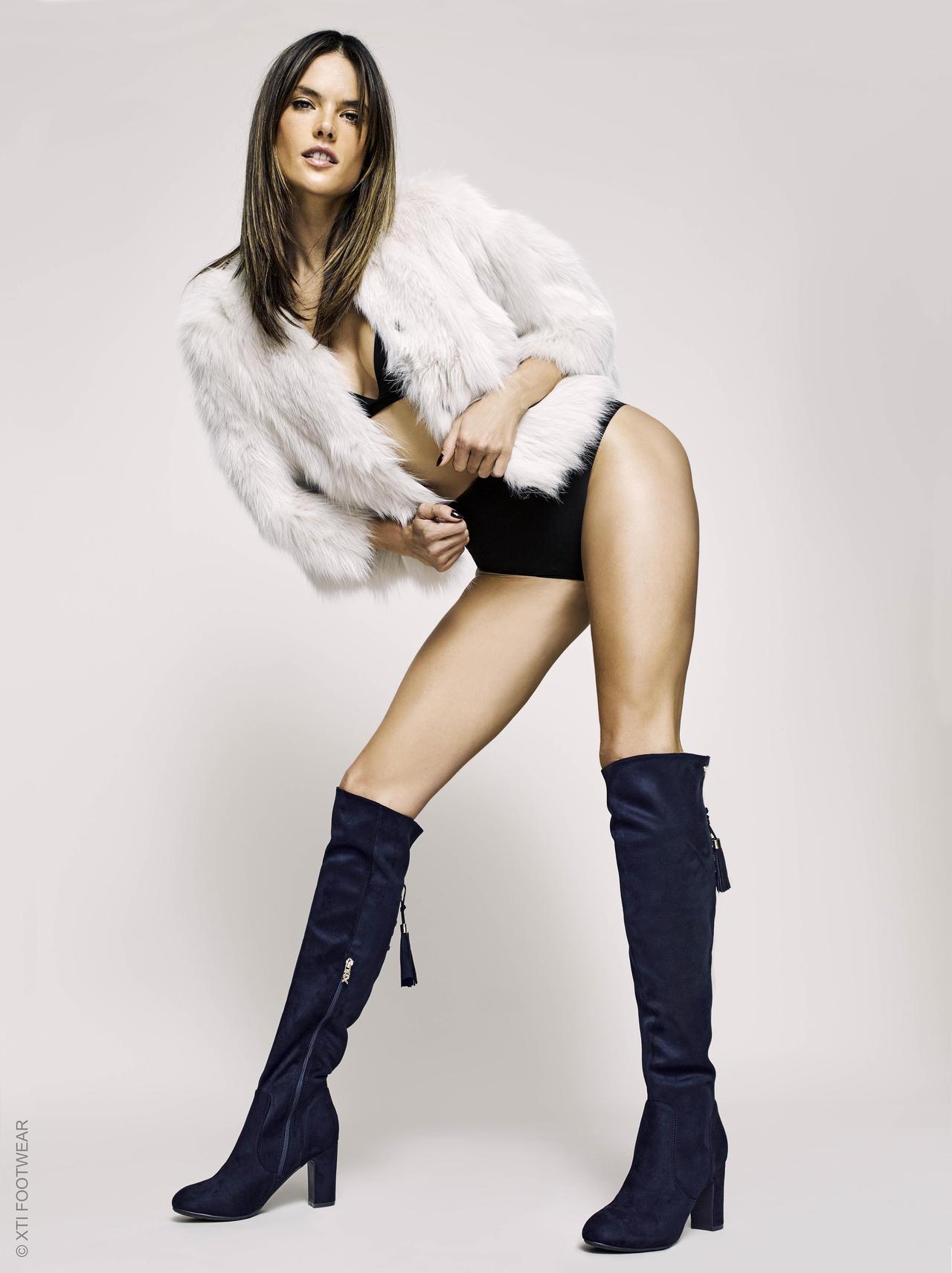画像1: 38歳アレッサンドラ・アンブロジオがキレイすぎる美脚を披露