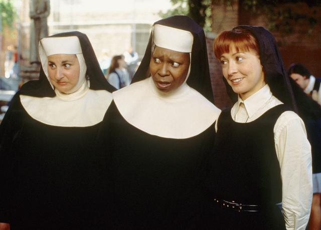 画像: 左から:劇中のメアリー・パトリック、デロリス、メアリー・ロバート。