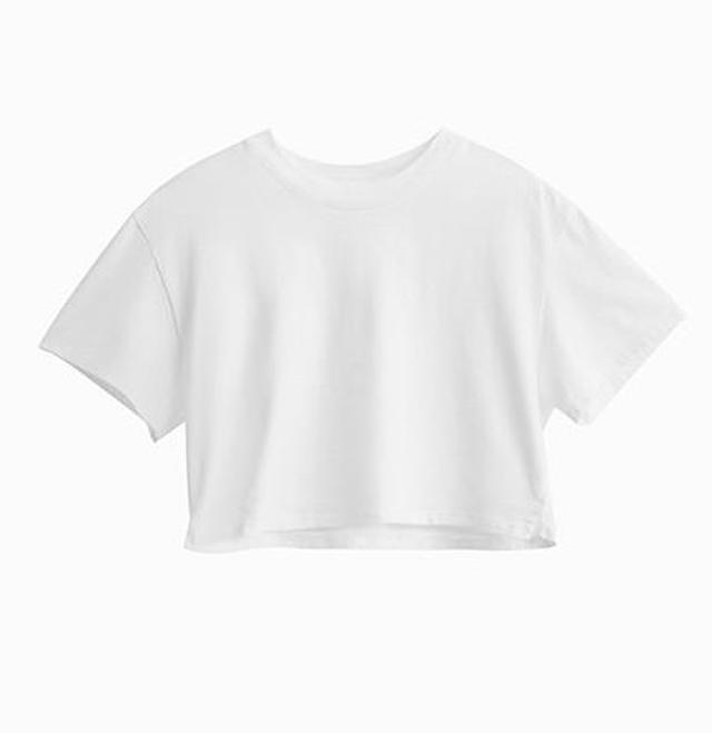 画像3: ヴィクシーモデルが提案、秋カラーを取り入れた白Tシャツの着こなし