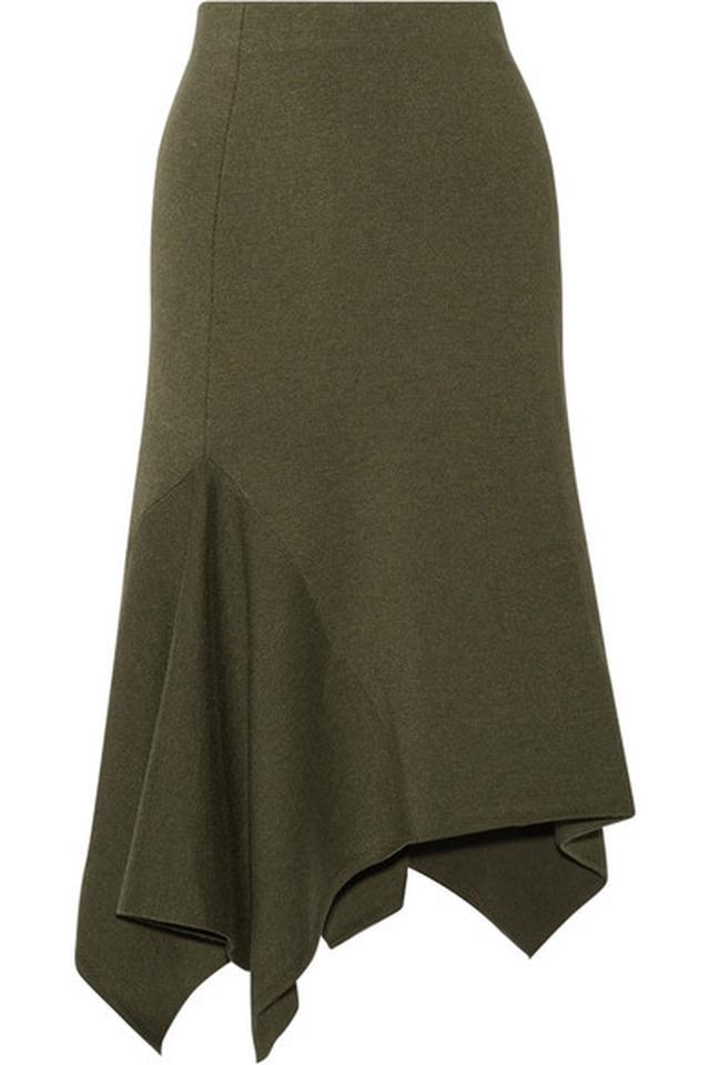 画像4: ヴィクシーモデルが提案、秋カラーを取り入れた白Tシャツの着こなし