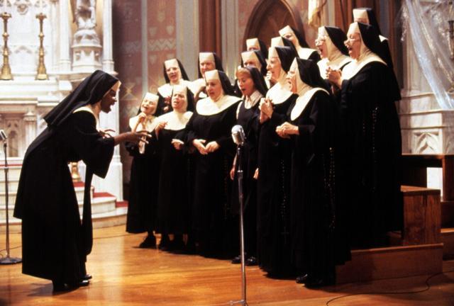 画像: 劇中で聖歌隊がパフォーマンスを披露するワンシーン。©EVERETT