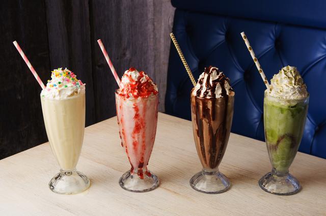 画像: (左からバニラシェイク、ストロベリーシェイク、チョコレートシェイク、抹茶)