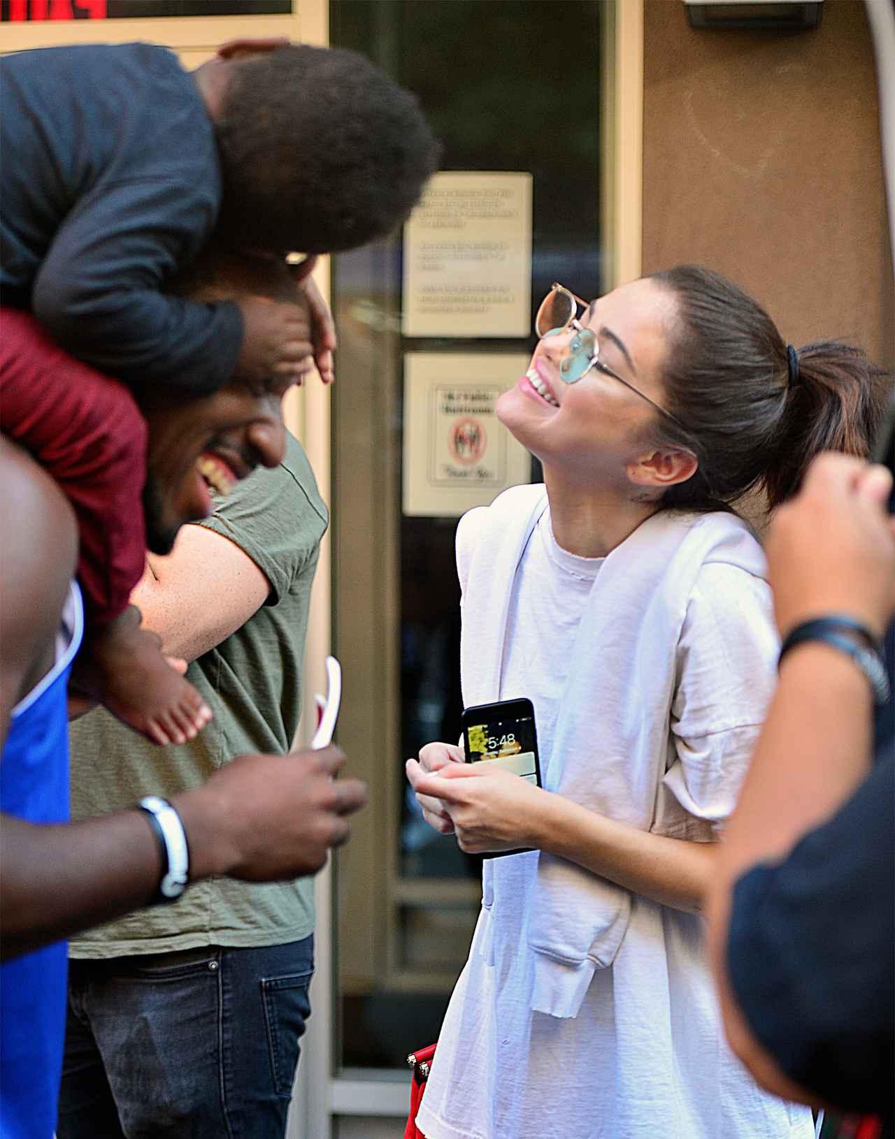 画像2: セレーナ・ゴメス、携帯の待ち受けはやっぱり大好きなザ・ウィークエンド