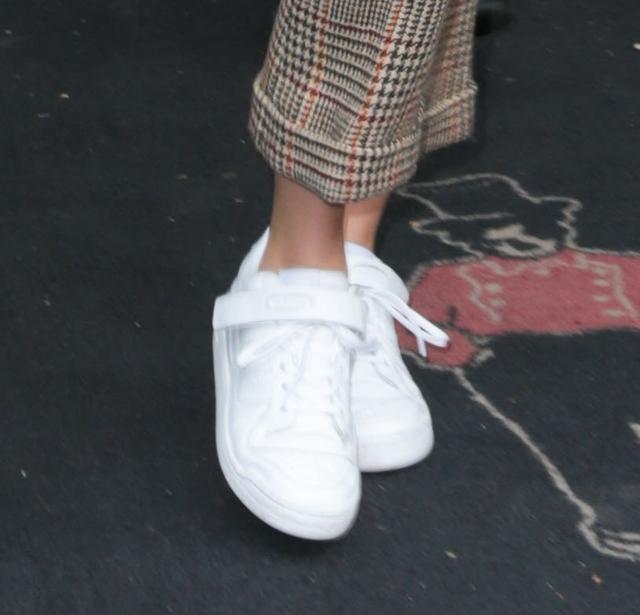 画像3: ケンダル・ジェンナーがこの秋に選んだ最旬デニムジャケットって?