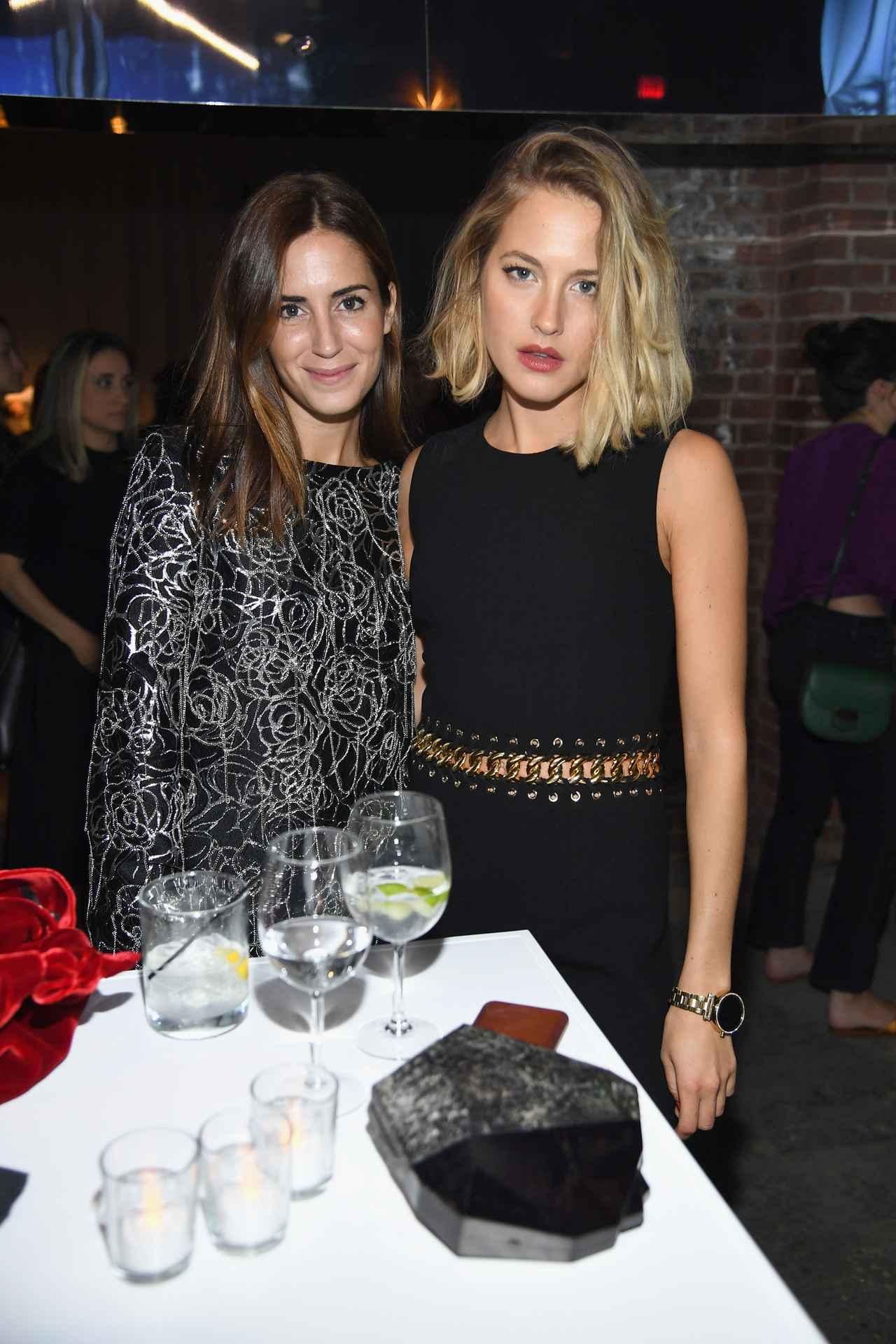 画像: 左からモデルのゲイラ・ゴンザレス、ハリー・スタイルズの元彼女で、フードブロガーのテス・ワード