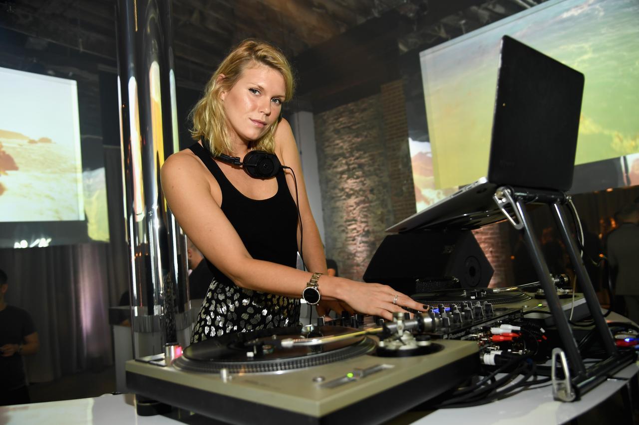 画像: DJで盛り上げたアレクサンドラ・リチャーズ