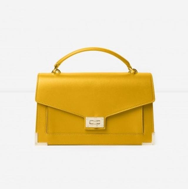 画像3: バッグはエミリーがデザインしたもの