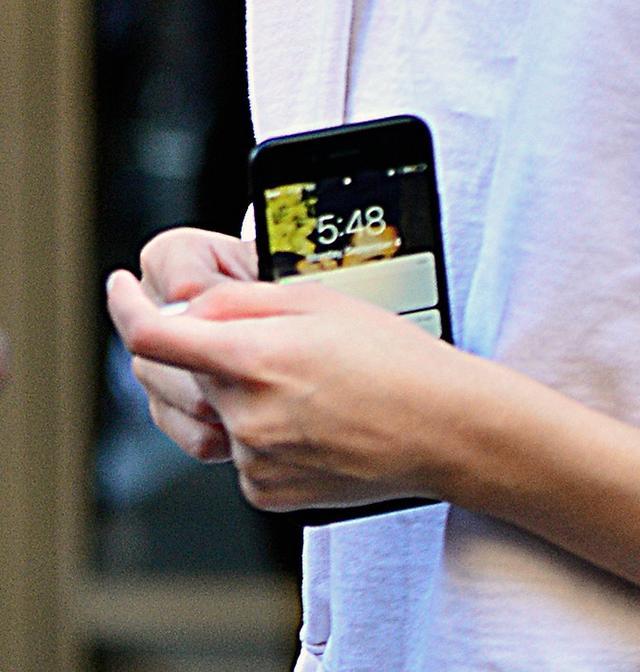 画像3: セレーナ・ゴメス、携帯の待ち受けはやっぱり大好きなあの人