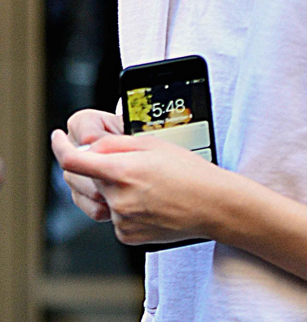 画像3: セレーナ・ゴメス、携帯の待ち受けはやっぱり大好きなザ・ウィークエンド