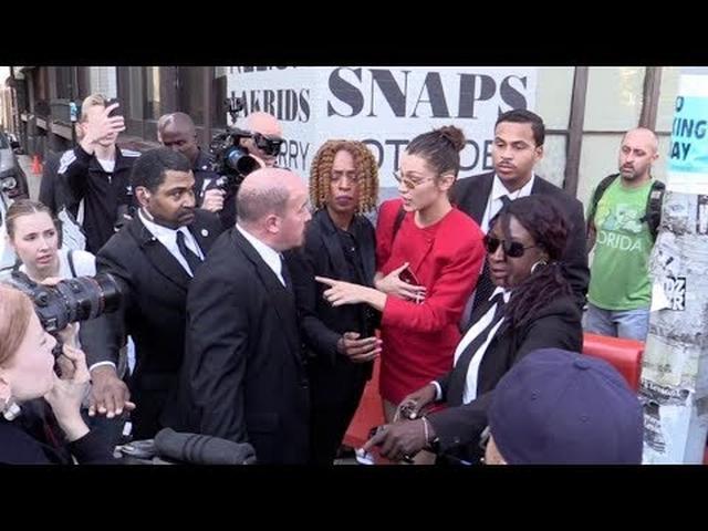 画像: Bella Hadid yells at her OVERZEALOUS BODYGUARD after the Michael Kors Fashion Show in NYC youtu.be