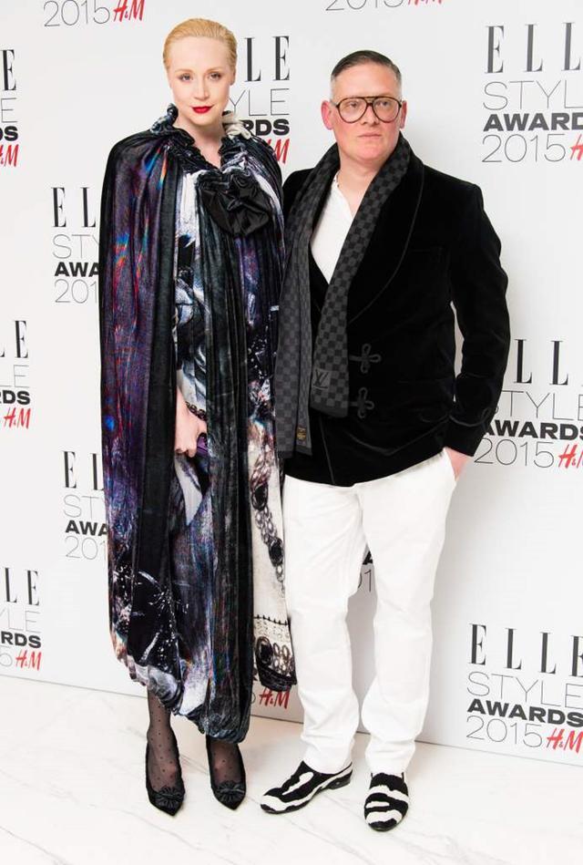 画像: グウェンドリンの恋人は有名ファッションデザイナーのジャイルズ・ディーコン。ヒールを履くと彼の身長を若干追い越してしまうけれど、2人とも全く気にしていない。