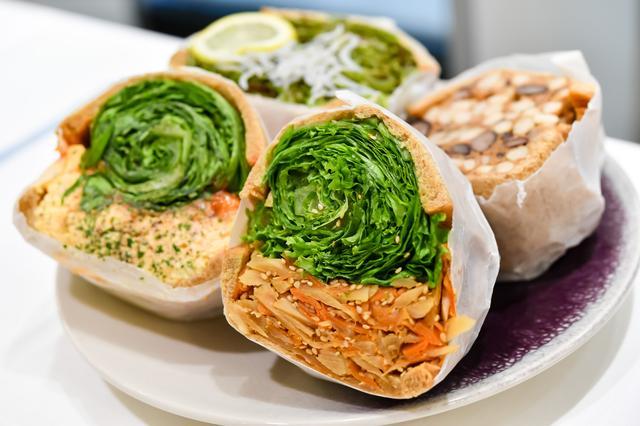 画像: 「野菜の本来の美味しさを伝えたい」という想いで、新鮮野菜をたっぷり詰め込んだサンドイッチファクトリー。