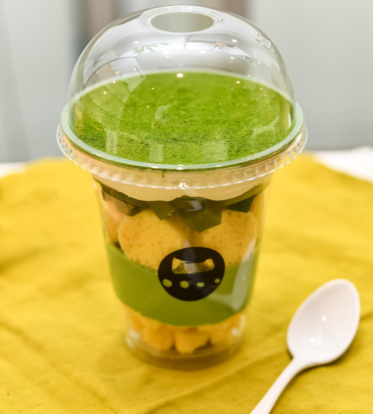 画像: 程よい甘みの小倉餡とほんのりとした渋みの抹茶アイスが溶け合う抹茶パフェ。