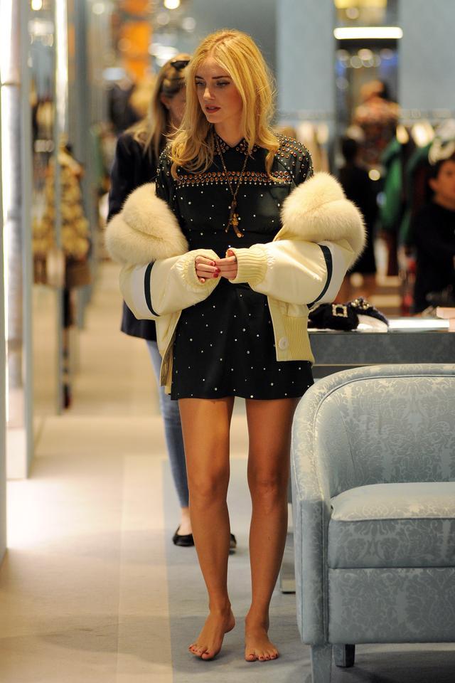 画像3: キアラ・フェラーニ、ブルゾン×デニムをピンクでまとめてお洒落に着こなし