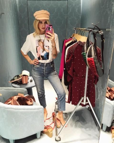 画像4: キアラ・フェラーニ、ブルゾン×デニムをピンクでまとめてお洒落に着こなし