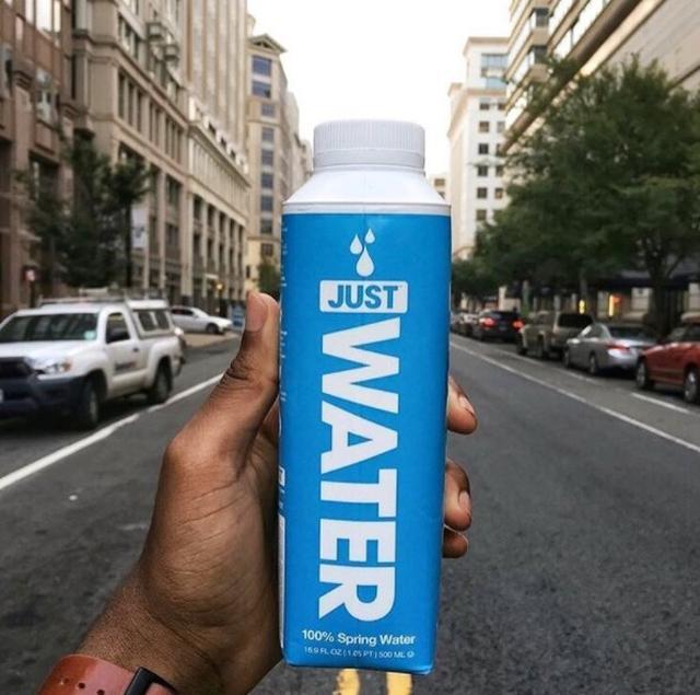 画像: 「JUST WATER」で環境問題を啓発