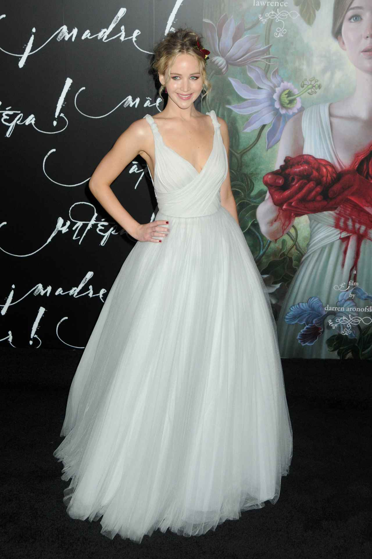 画像: 恋人と2ショットも!花冠をつけたジェニファー・ローレンスのドレス姿が可愛すぎる