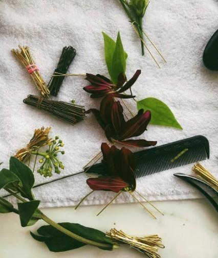 画像2: 頭には花冠が