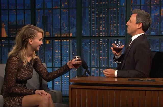 画像2: 女優ジェニファー・ローレンス、バーでファンの男性と掴み合いのケンカをする