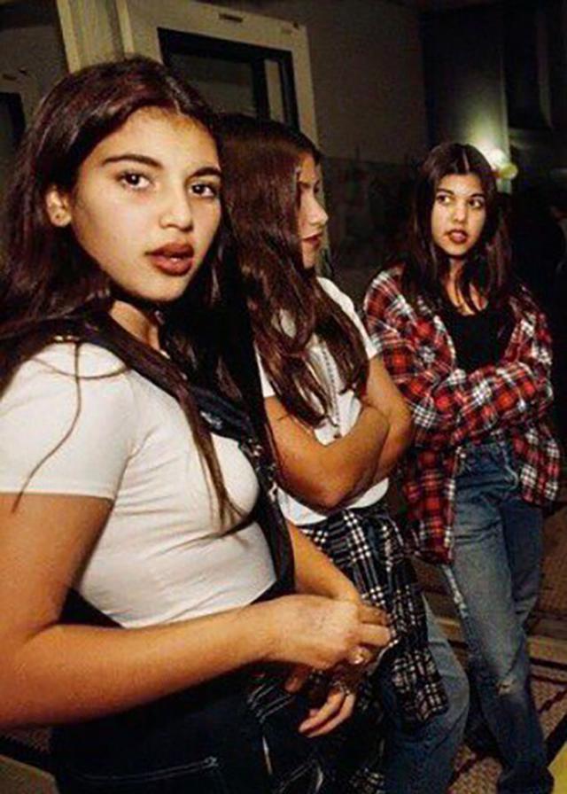画像: まだ10代だった頃のキム(左)とコートニー(右)。