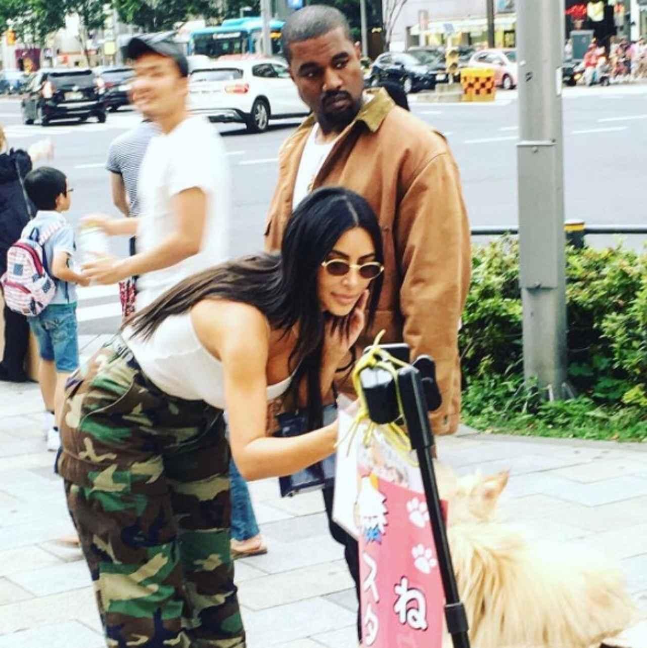 画像: 今年6月の来日時には妻キムも同伴。©Love The Kardashian Family/ Instagram