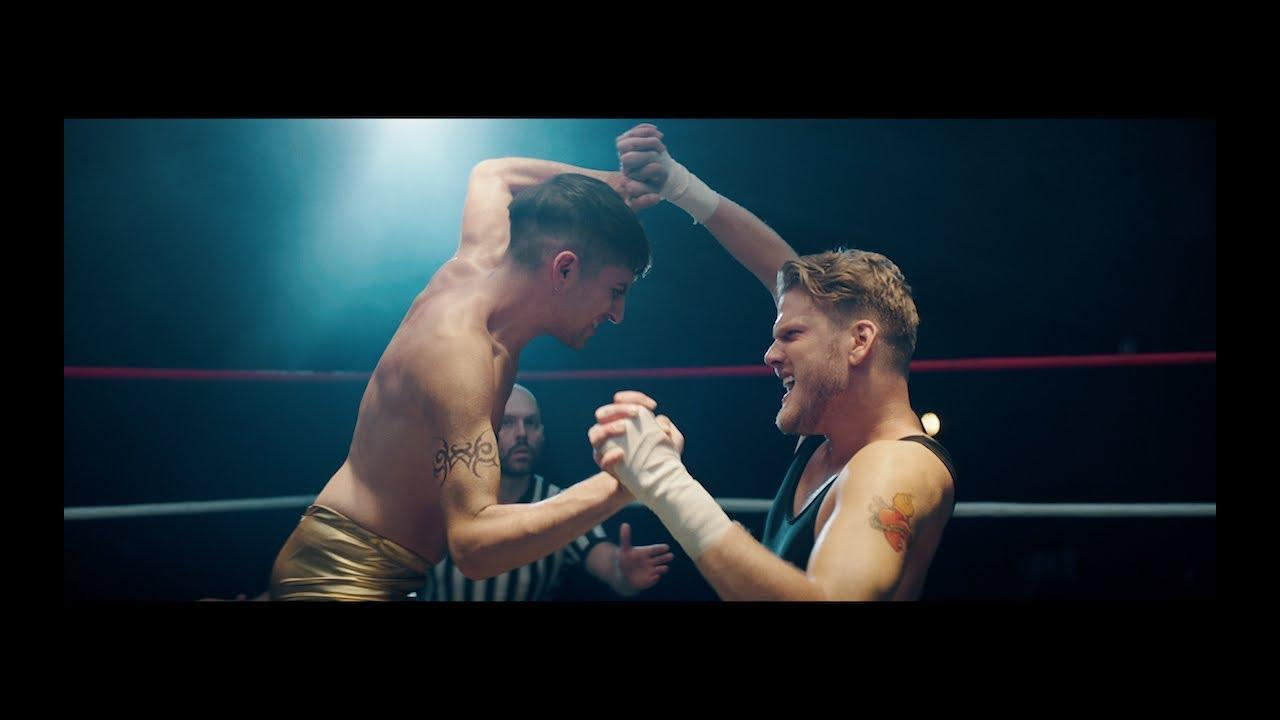 画像: MVではミッチとスコットがリングイン! youtu.be
