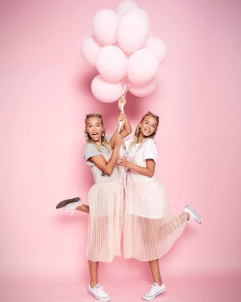 画像1: 双子の美人姉妹リサ&レナ