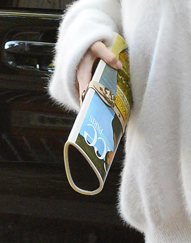 画像3: ケンダル・ジェンナー、ふわふわの白ビッグニットで秋コーデを披露