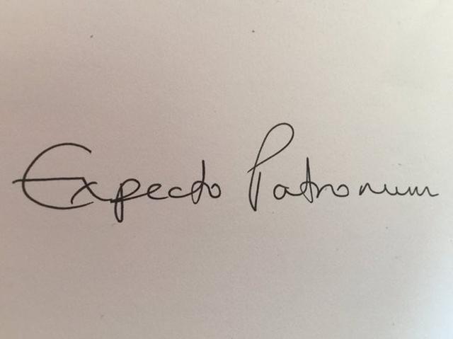 画像: J.K.が書いた「エクスペクト・パトローナム」の文字。©J.K. Rowling/ Twitter