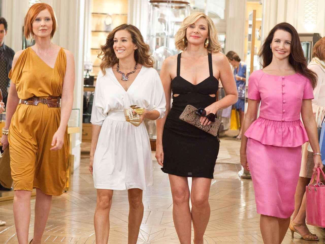画像: 左からミランダ役のシンシア・ニクソン、キャリー役のサラ・ジェシカ・パーカー、サマンサ役のキム・キャトラル、シャーロット役のクリスティン・デイヴィス。
