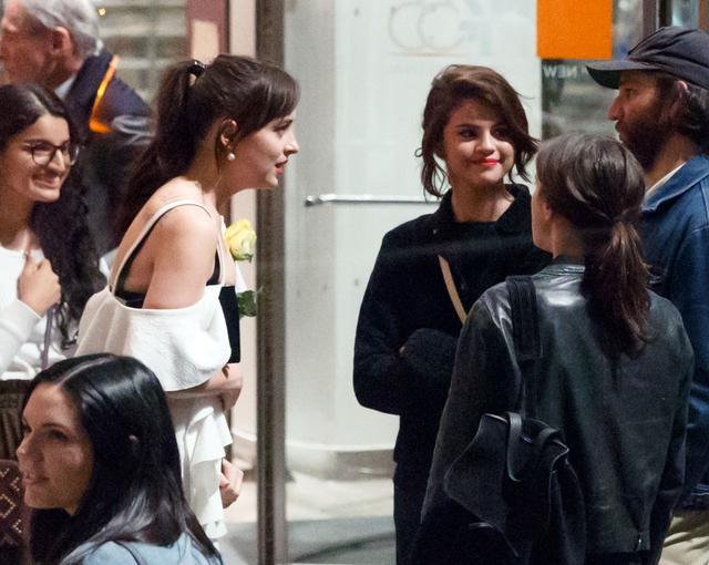 画像2: セレーナ・ゴメス、『フィフティ・シェイズ』女優の誕生日にサプライズでお祝い