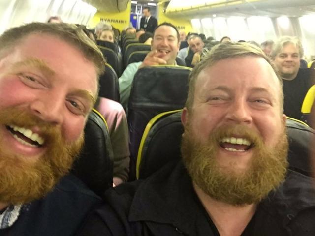 画像: 怖いぐらい激似!飛行機で隣に座った人がドッペルゲンガーという奇跡の出会い